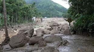 Setki osób bez dachu nad głową. Powodzie i lawiny błotne w Peru