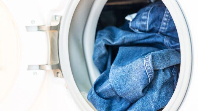 Badacze z Toronto: pranie dżinsów szkodzi środowisku