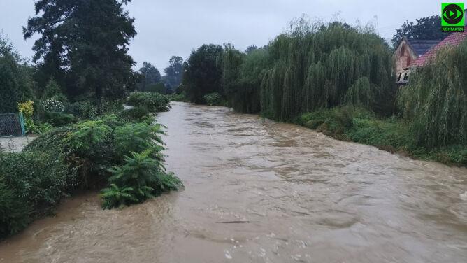 Po ulewach wezbrały rzeki. <br />Przekroczone stany alarmowe